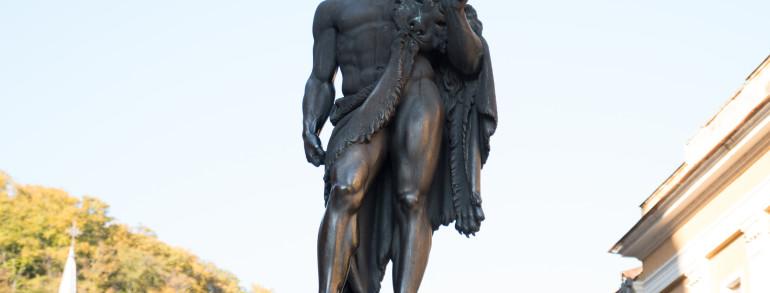8. Statuia lui Hercule